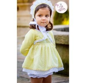 Jesusito niña Margotte de Eva Castro amarillo plumeti