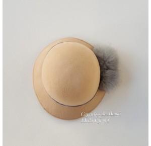 Sombrero de fieltro con pompón